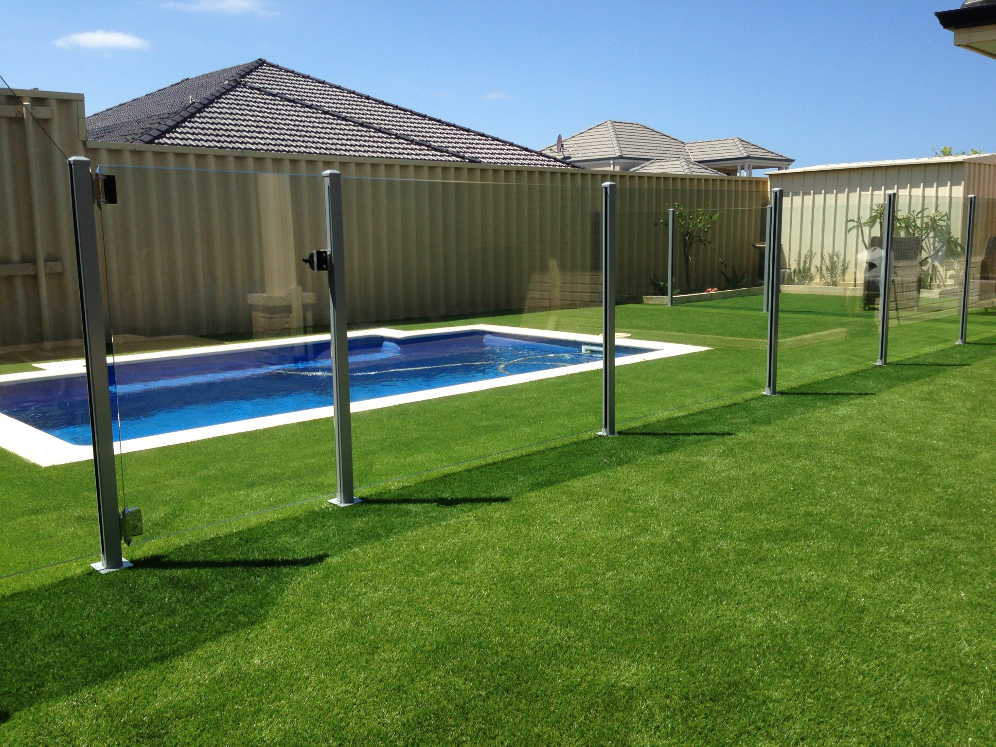 Glass pool fencing craftsman fencing for Glass pool fences