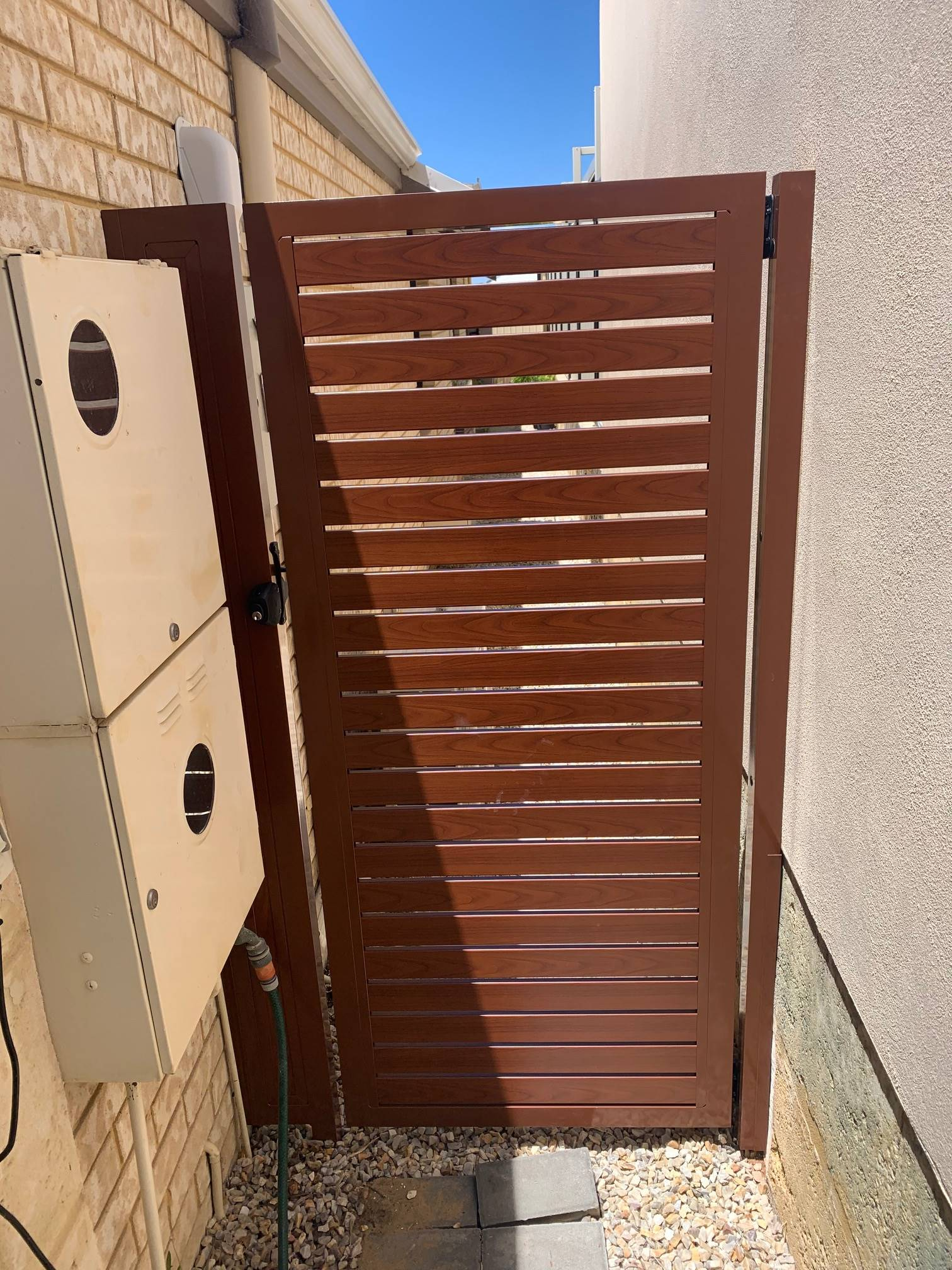 Woodgrain Slat Gate in Clarkson